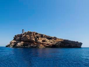 Lighthouse on the island of Na Foradada, Col?nia de Santの写真素材 [FYI02342765]