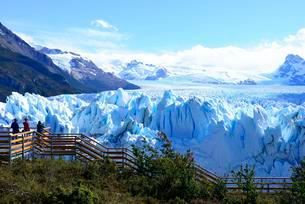 Perito Moreno Glacier Viewing Platform, Parque Nacional Losの写真素材 [FYI02342772]