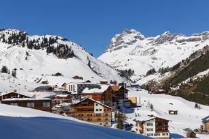 View of the village of Warth with Mt Widderstein, Bregenzの写真素材 [FYI02342783]