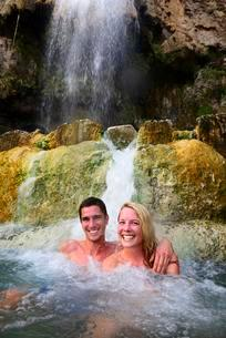Couple bathing in Main Hot Springs, Wadi Main, Madabaの写真素材 [FYI02342791]