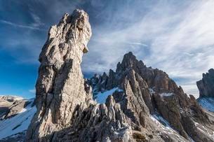 Rock needle and summit of the Paternkofel, Sextenの写真素材 [FYI02342792]