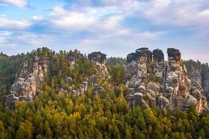 Schrammsteine around the Bastei, Elbe Sandstone Mountainsの写真素材 [FYI02342807]