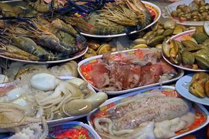 Seafood, Seafood, Naka Weekend Market, Phuket, Thailandの写真素材 [FYI02342866]