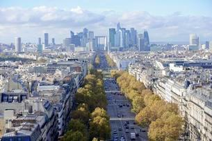 Views of La Defense and the Avenue des Champs-Elysees, theの写真素材 [FYI02342886]