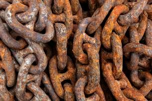 Rusted iron chain in the port, Husavik, Iceland, Europeの写真素材 [FYI02342906]