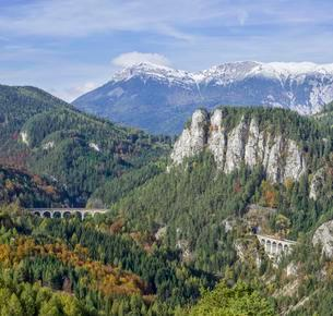 20 Schilling view with Kalte Rinne viaduct Pollereswandの写真素材 [FYI02342949]