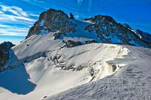Glacierized Col Blanc mountain pass between France andの写真素材 [FYI02342971]
