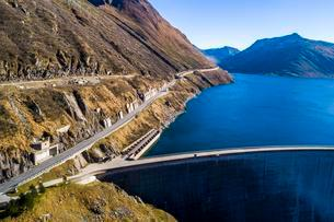 Aerial view of the dam, reservoir at the Lukmanier Passの写真素材 [FYI02343011]