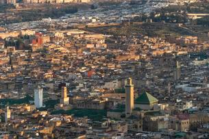 City view,Medina with Kairaouine Mosque, Fez, Moroccoの写真素材 [FYI02343046]