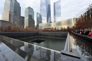World Trade Center 9-11 Memorial South Pool, Manhattan, Newの写真素材 [FYI02343057]