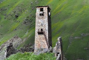 Medieval living and defence tower, Sno Valley, Sno, Kazbegiの写真素材 [FYI02343077]