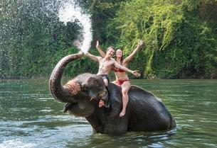 Two teenagers sitting on an Asian Elephant (Elephasの写真素材 [FYI02343087]