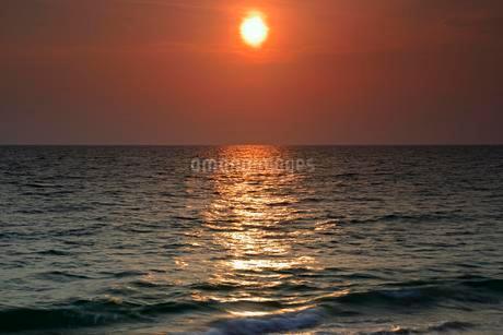 Sunset at Sai Kaew Beach, Phuket, Thailand, Asiaの写真素材 [FYI02343089]