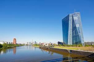 ECB, European Central Bank new headquarters and skylineの写真素材 [FYI02343096]