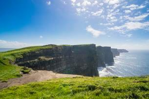 Cliffs of Moher, County Clare, Ireland, United Kingdomの写真素材 [FYI02343109]