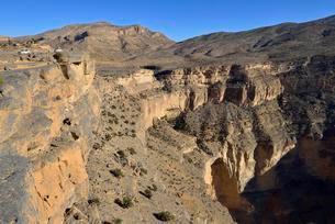 Wadi An Nakhur gorge towards Jabal Shams, Al Hajar alの写真素材 [FYI02343137]