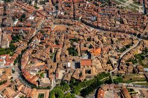 Aerial view, view of the historic centre, Vic, Cataloniaの写真素材 [FYI02343153]