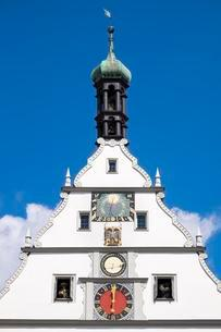 Gable, Ratstrinkstube with ornate clock and Meistertrunk orの写真素材 [FYI02343266]