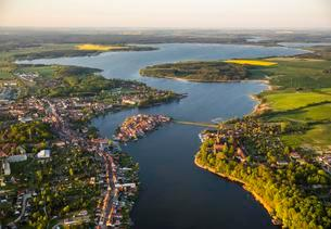 Aerial view, Malchow with Malchower See lake and the islandの写真素材 [FYI02343268]