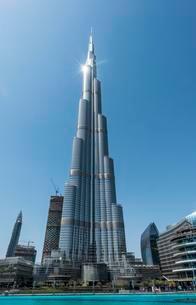 Burj Khalifa and skyscrapers, artificial lake, Dubaiの写真素材 [FYI02343299]