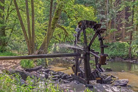 Waterwheel on the Waldnaab stream, Waldnaabtal, Upperの写真素材 [FYI02343304]