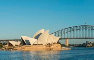 Opera, Sydney Opera House with Harbor Bridge, Sydney, Newの写真素材 [FYI02343311]