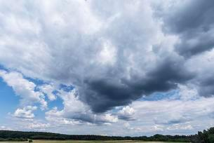 Rain cloud (Nimbostratus) with landscape, Bavaria, Germanyの写真素材 [FYI02343348]