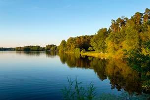 Lake Rothsee am Badestrand Kronmuhle, near Allersbergの写真素材 [FYI02343358]
