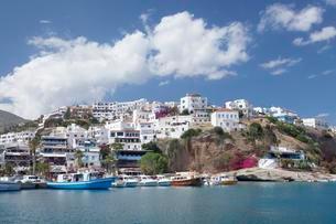 The seaside village of Agia Galini, Crete, Greece, Europeの写真素材 [FYI02343365]