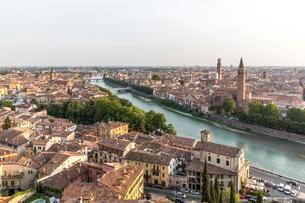 View at dusk from San Pietro hill, Verona, Veneto, Italyの写真素材 [FYI02343378]