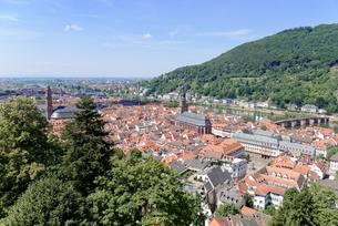 View of the historic centre and the River Neckarの写真素材 [FYI02343406]