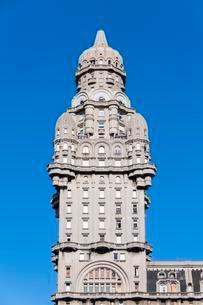 Palacio Salvo in Art Deco style, Plaza de la Independenciaの写真素材 [FYI02343413]