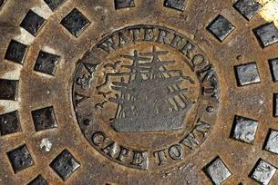 Manhole cover of the Victoria and Albert-Waterfront, Capeの写真素材 [FYI02343453]