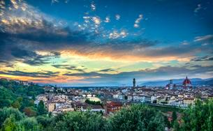 Panoramic view of the city with Florence Cathedral, Duomoの写真素材 [FYI02343487]