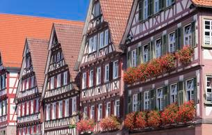 Historical half-timbered houses on the market square, Calwの写真素材 [FYI02343506]