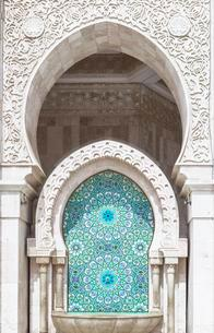 Decorated exterior wall, fountain with mosaic and ornamentの写真素材 [FYI02343518]