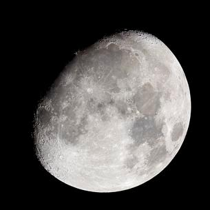 Increasing moon at night, 4 days in front of full moonの写真素材 [FYI02343538]