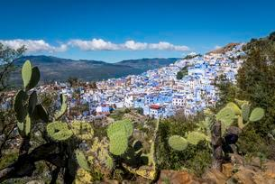 View on Chefchaouen, Chaouen, reef mountainsの写真素材 [FYI02343539]
