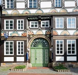 Burgerhus entrance, half-timbered house of 1560の写真素材 [FYI02343562]
