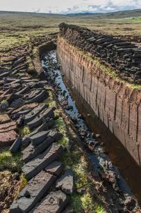 Cut peat on a peat bog, Yell, Shetland Islands, Scotlandの写真素材 [FYI02343566]