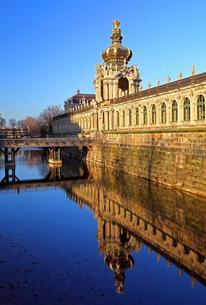 Zwinger Palace with Kronentor and Langgalerie, Dresdenの写真素材 [FYI02343568]