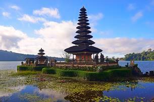 Pura Ulun Danu Bratan Temple or Pura Bratan Temple, in Lakeの写真素材 [FYI02343573]