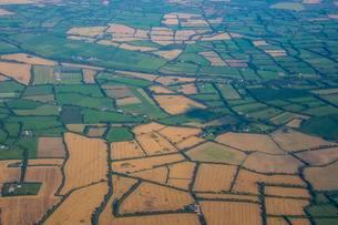 Aerial of agricultur fields around Dublin, Ireland, Europeの写真素材 [FYI02343600]