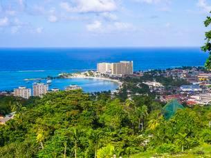 Coastal town, Ocho Rios, Jamaica, Central Americaの写真素材 [FYI02343602]