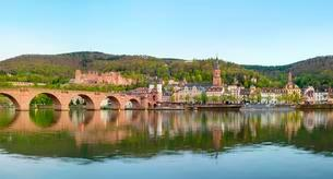 Old Bridge, Alte Brucke over Neckar river with castle andの写真素材 [FYI02343604]