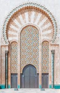 Decorated exterior wall, entrance gate with mosaic andの写真素材 [FYI02343620]