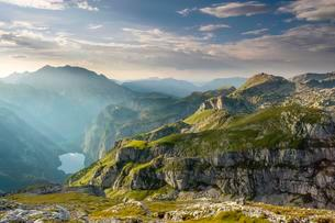 View on the lake Obersee, above the Hagen mountains, leftの写真素材 [FYI02343634]