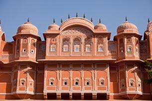 Facade in the pink city, historic centre, Jaipurの写真素材 [FYI02343652]