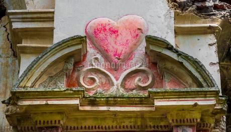 Heart carved in a wall in the ruins of a church, Franciscanの写真素材 [FYI02343659]