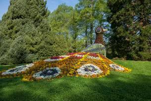 Flower sculpture, Mainau Island, Lake Constanceの写真素材 [FYI02343663]